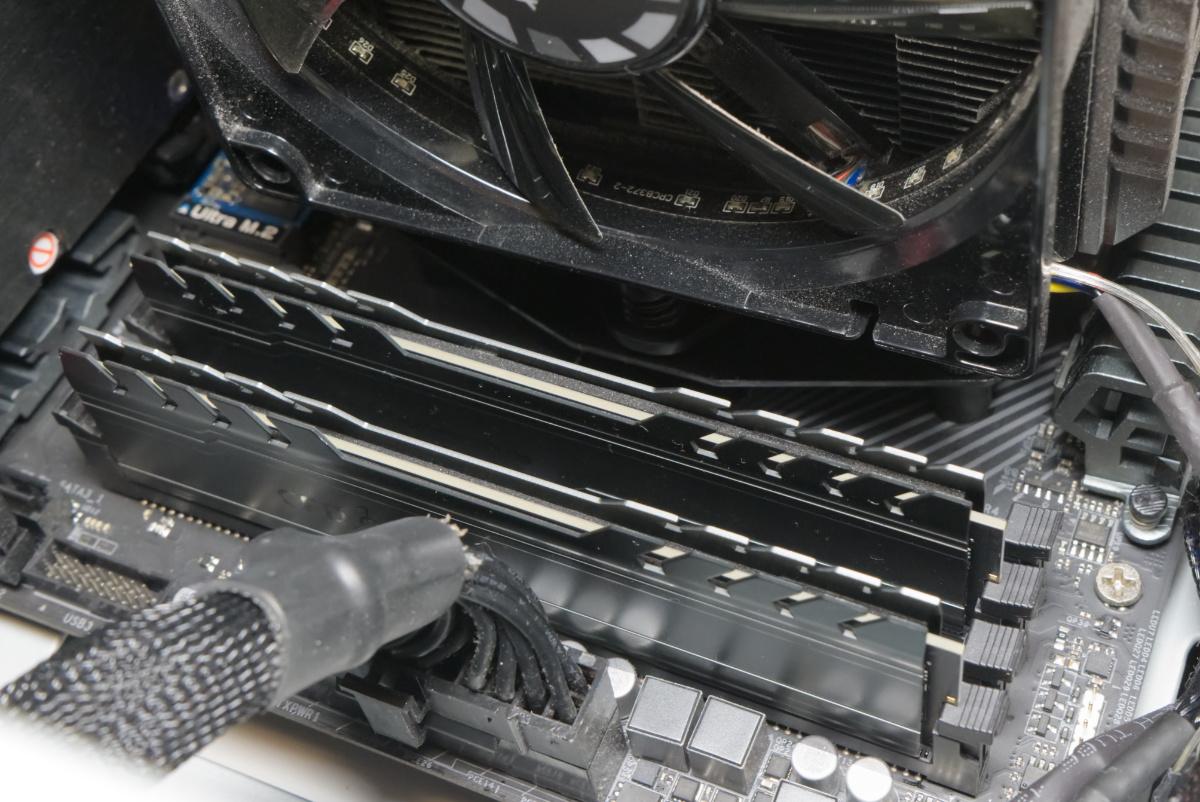 CFD W4U3200CX1-16Gをマザーボードに装着したところ